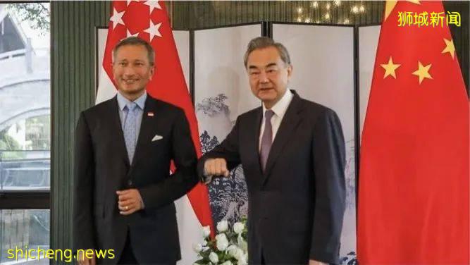 新加坡社区疫情严重,中国外交部长王毅却来访问了