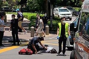轿车司机遭警追 撞车再撞地铁站 女警到场指挥交通 遭休旅车撞倒