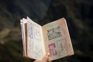"""新加坡重新""""开放旅行""""需要管理风险,而不是消除风险"""