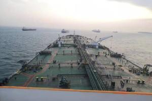 新加坡顺利迎接超油船