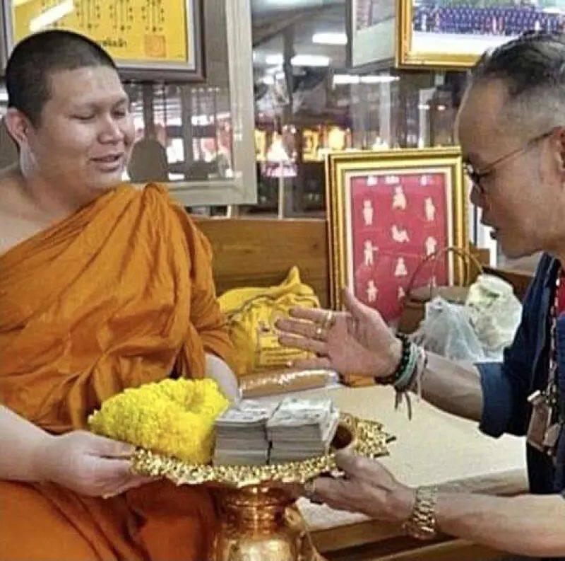 狮城导游泰国祈福合买彩票中奖40万,捐赠4万还神修缮寺庙