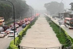 新加坡公路变泳池!接下来两周均为多雨天气