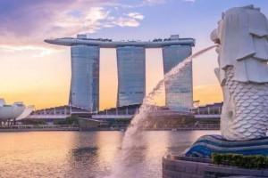 新加坡警长接受两女子性贿赂入狱~新男子深夜非礼餐厅女