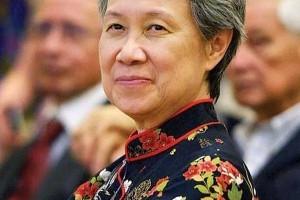 她是亚洲第一女强人,执掌新加坡百亿资产,一人舌战台湾众网友