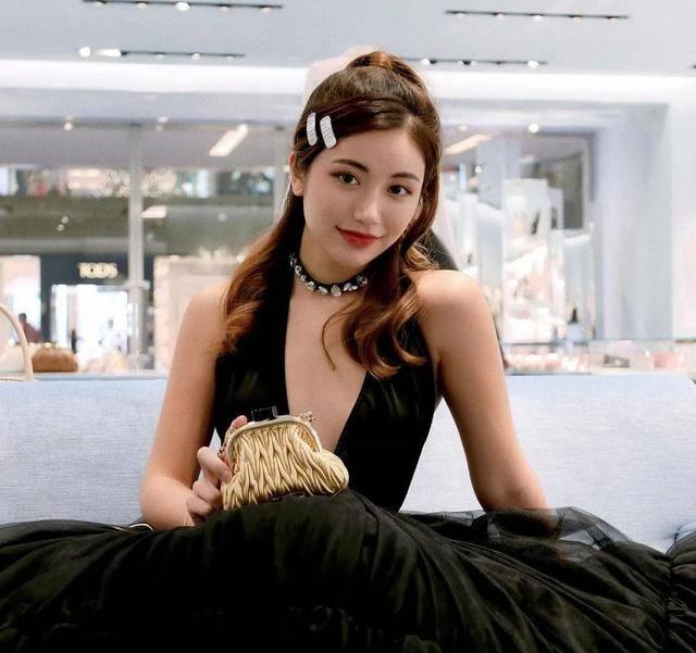 新加坡第一单身富婆女儿的日常:不当网红就要继承几百个爱马仕包