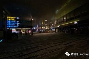 樟宜机场入夜后一片漆黑,部分商家一天接待两名顾客