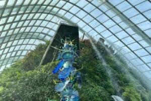 """视觉冲击力超强,巨型玻璃雕塑""""攻占""""新加坡滨海湾"""