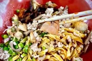 这碗肉挫面看上去也太香了!新加坡李显龙总理晒出肉挫面