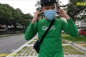 因为疫情,他从新加坡知名银行辞职,送起了外卖,日入200新币