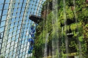 穿越魔幻国度!巨型玻璃艺术品出现在滨海湾