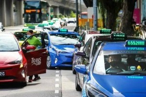 新加坡政府再拨1.12亿新元助德士私召车司机,私召车和德士司机执照申请条件将调整一致