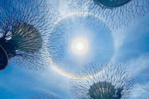 新加坡惊现绝美日晕彩虹光环,李显龙总理、王瑞杰副总理也转发了