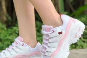 Skechers推出Hello Kitty联名款,Hello Kitty的小迷妹有福啦