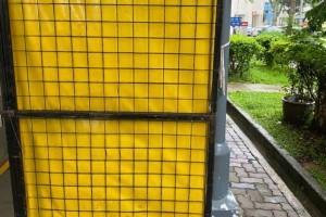 新加坡市镇会人员霸道执法没收丢弃货品!店家不满双双报警