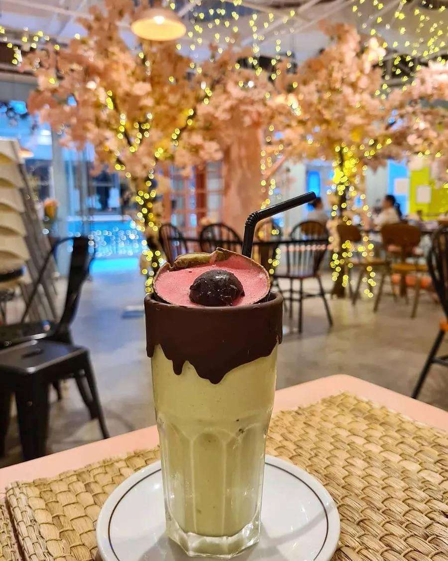 已经错过赏樱季,不能再错过这家咖啡馆的樱花了