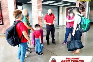 3天5家庭孩子赴狮城 与父母团聚