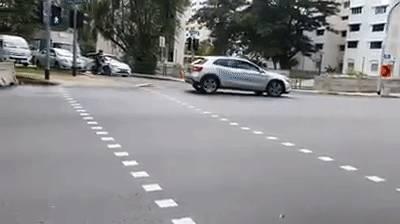 在马路中间倒退,网名怒斥司机鲁莽行为