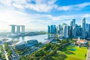 新加坡总统哈莉玛会见历届总统奖学金获得者,探讨新加坡的疫情应对方式