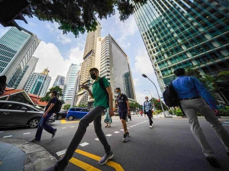 在新加坡走红成影帝的他,宁可回国跑龙套,也坚持不改国籍