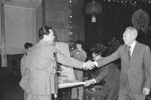 新加坡建国总理李光耀两访济南